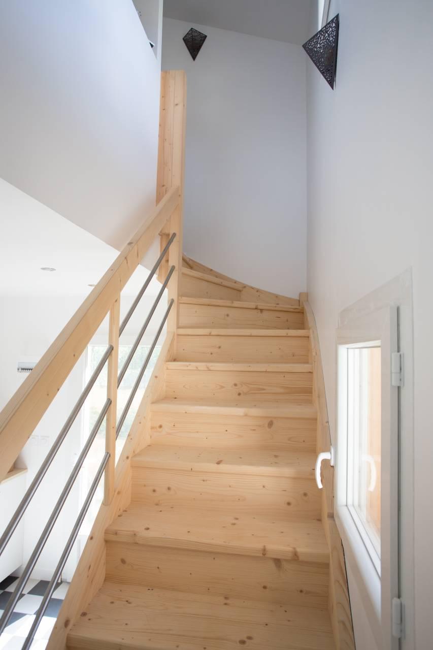 trouver une solution pas cher pour mon escalier sur mesure. Black Bedroom Furniture Sets. Home Design Ideas