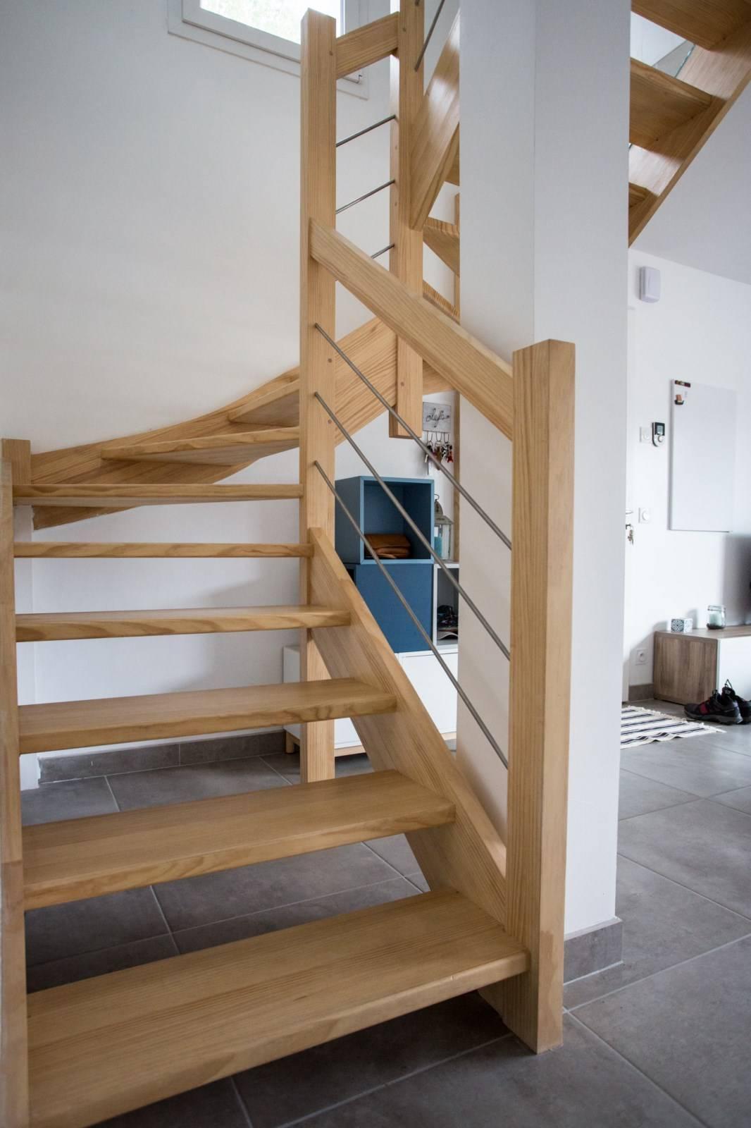 escalier en kit demi tournant pos anglet 64 vente d. Black Bedroom Furniture Sets. Home Design Ideas