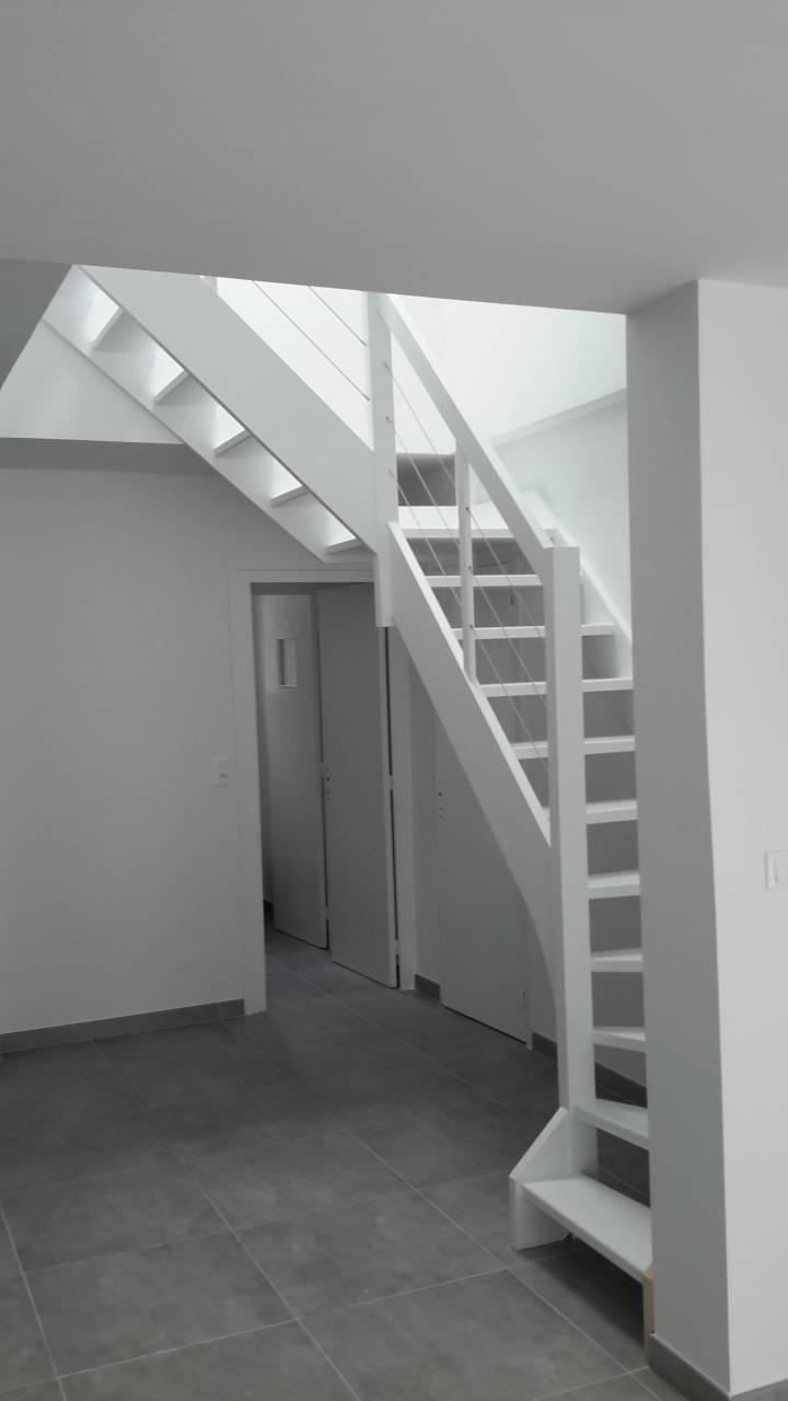 osez le blanc sur votre escalier en kit vente d 39 escalier en kit sur mesure bordeaux cote. Black Bedroom Furniture Sets. Home Design Ideas